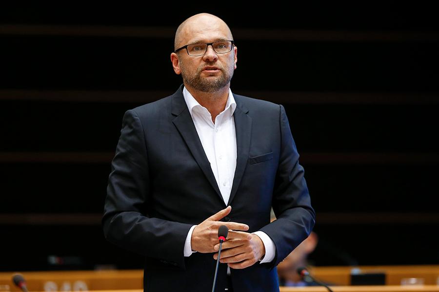 Plenárne zasadnutie v Bruseli 21.10.2014 – Vystúpenie Richarda Sulíka vrámci rozpravy na tému Novela smernice olegálnych zbraniach.