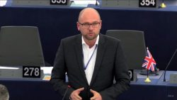 Obmedzovanie legálnej držby zbraní pod rúškom boja proti terorizmu | Europarlament