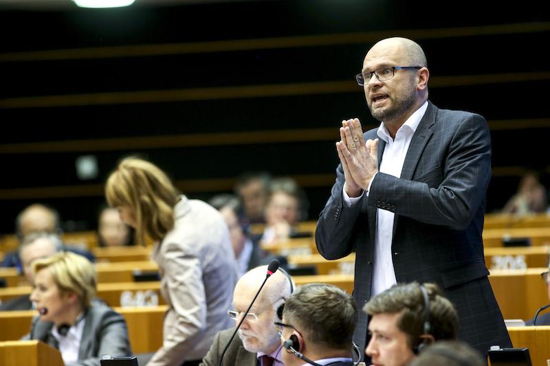 Miniplenárne zasadnutie vBruseli, Európsky parlament, 25.3.2014 – Vystúpenie Richarda Sulíka počas Spoločnej rozpravy ominimálnych mzdových tarifách vsektore dopravy