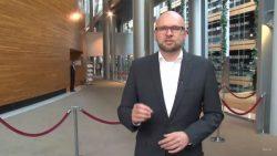 EÚ si uzurpuje ďalšie právo – cez prisťahovalecké kvóty | Videokomentár Richarda Sulíka